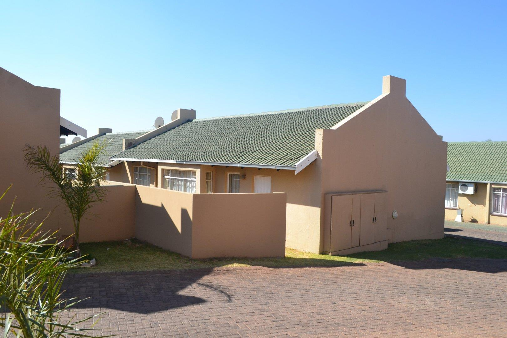 2 Bedroom Apartment for Sale in Witpoortjie, Roodepoort - Gauteng