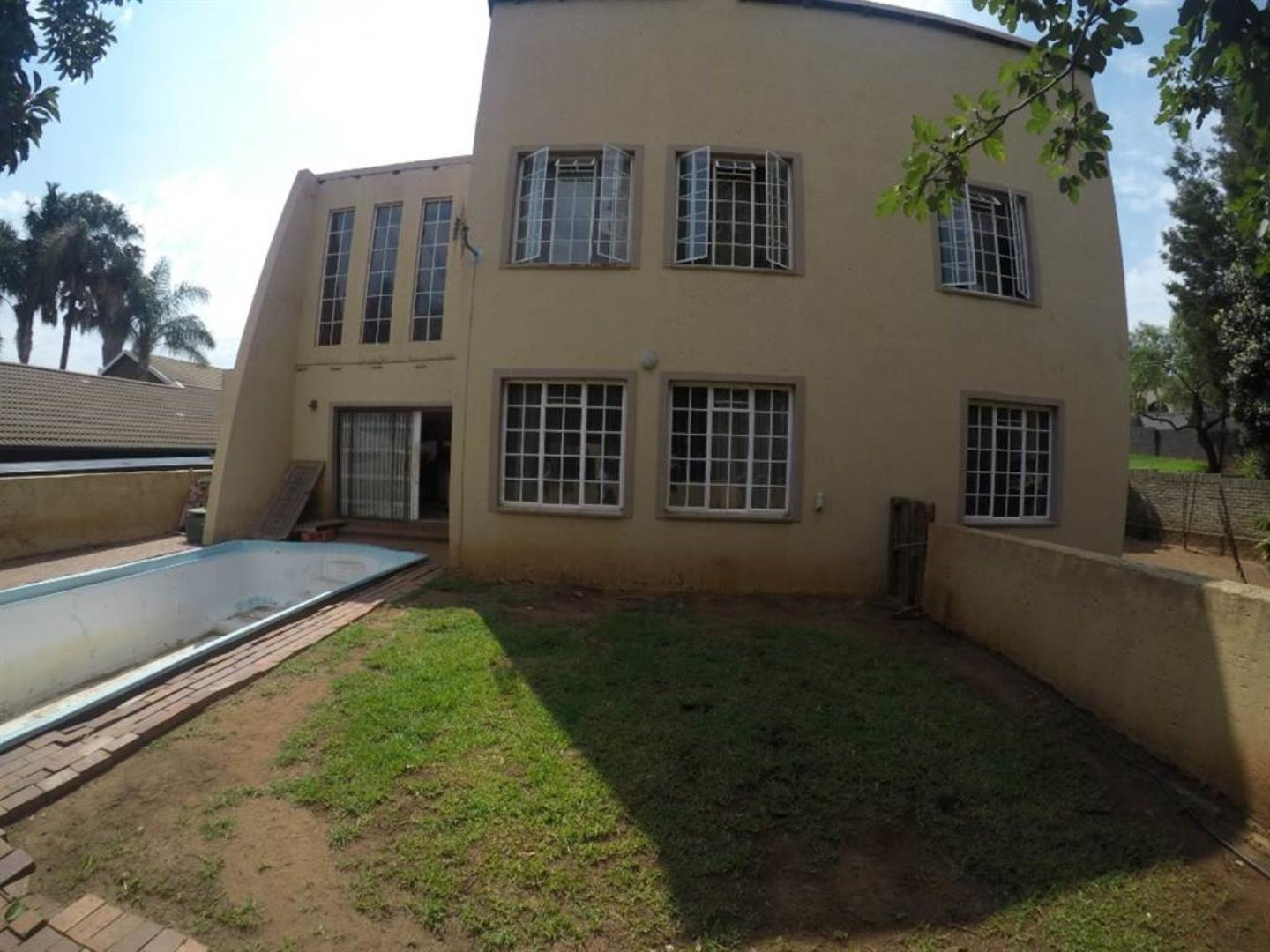 5 Bedroom House for Sale in Wilro Park, Roodepoort - Gauteng