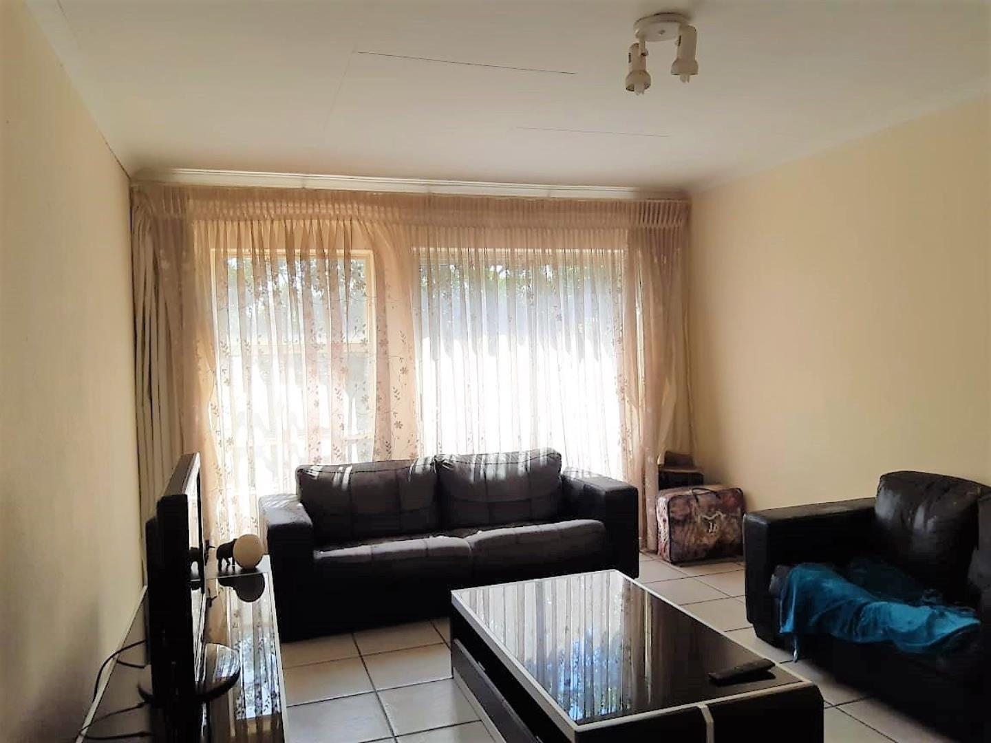 2 Bedroom Apartment for Sale in Florida, Roodepoort - Gauteng