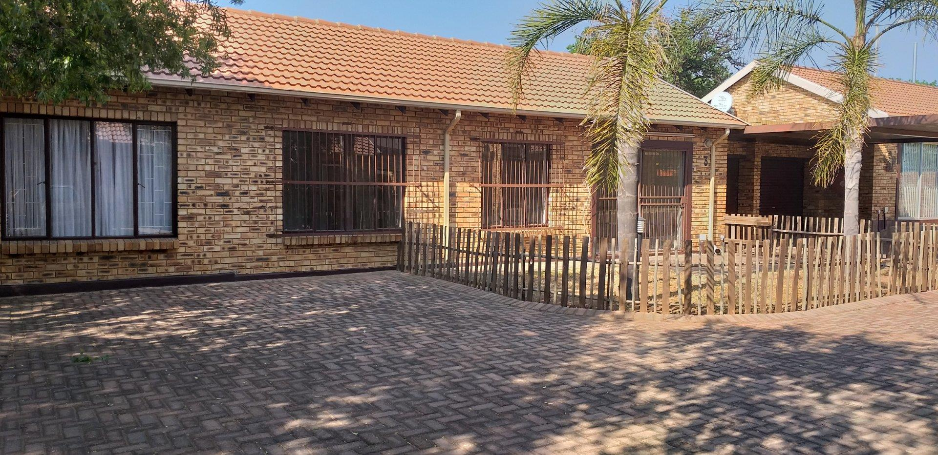 3 Bedroom Townhouse for Sale in Krugersdorp North, Krugersdorp - Gauteng