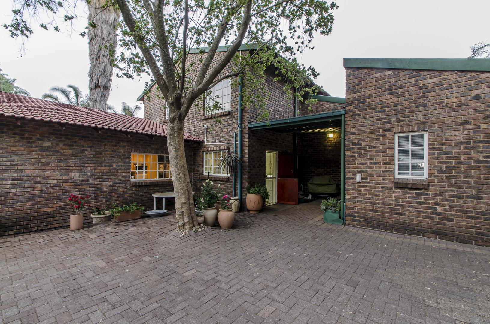 4 Bedroom House for Sale in Wilro Park, Roodepoort - Gauteng