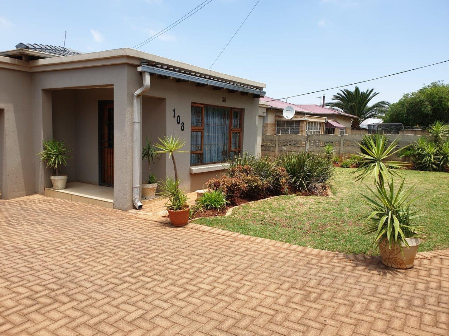 4 Bedroom House for Sale in Florida, Roodepoort - Gauteng
