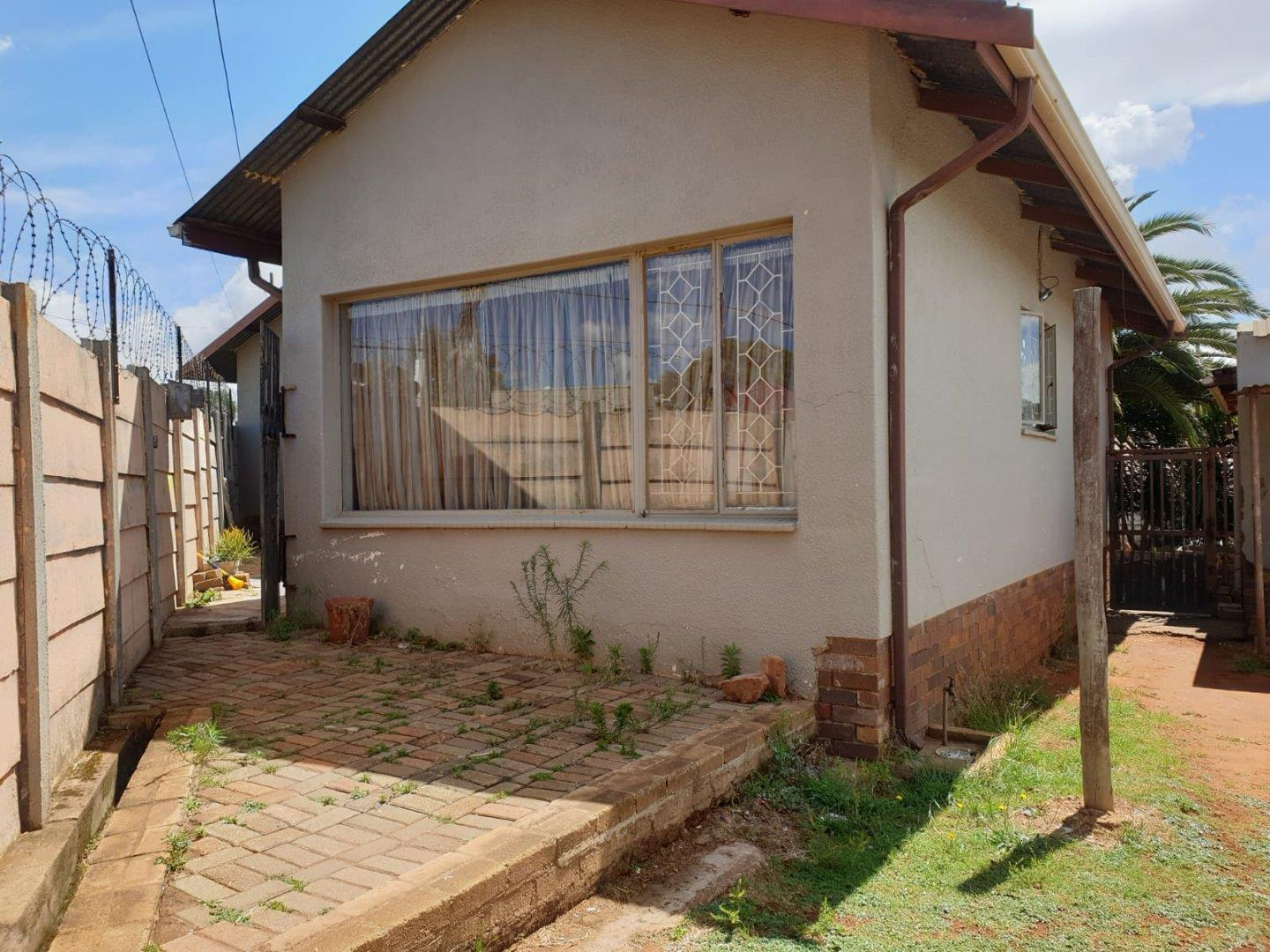 2 Bedroom House for Sale in Florida, Roodepoort - Gauteng