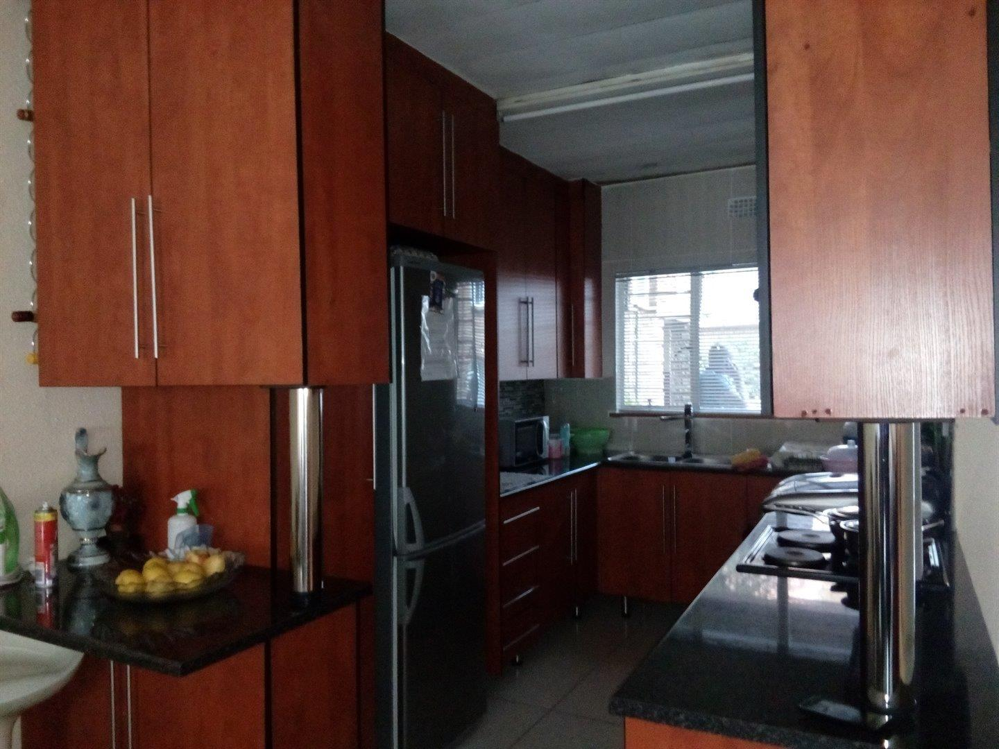 2 Bedroom Apartment for Sale in Princess A H, Roodepoort - Gauteng