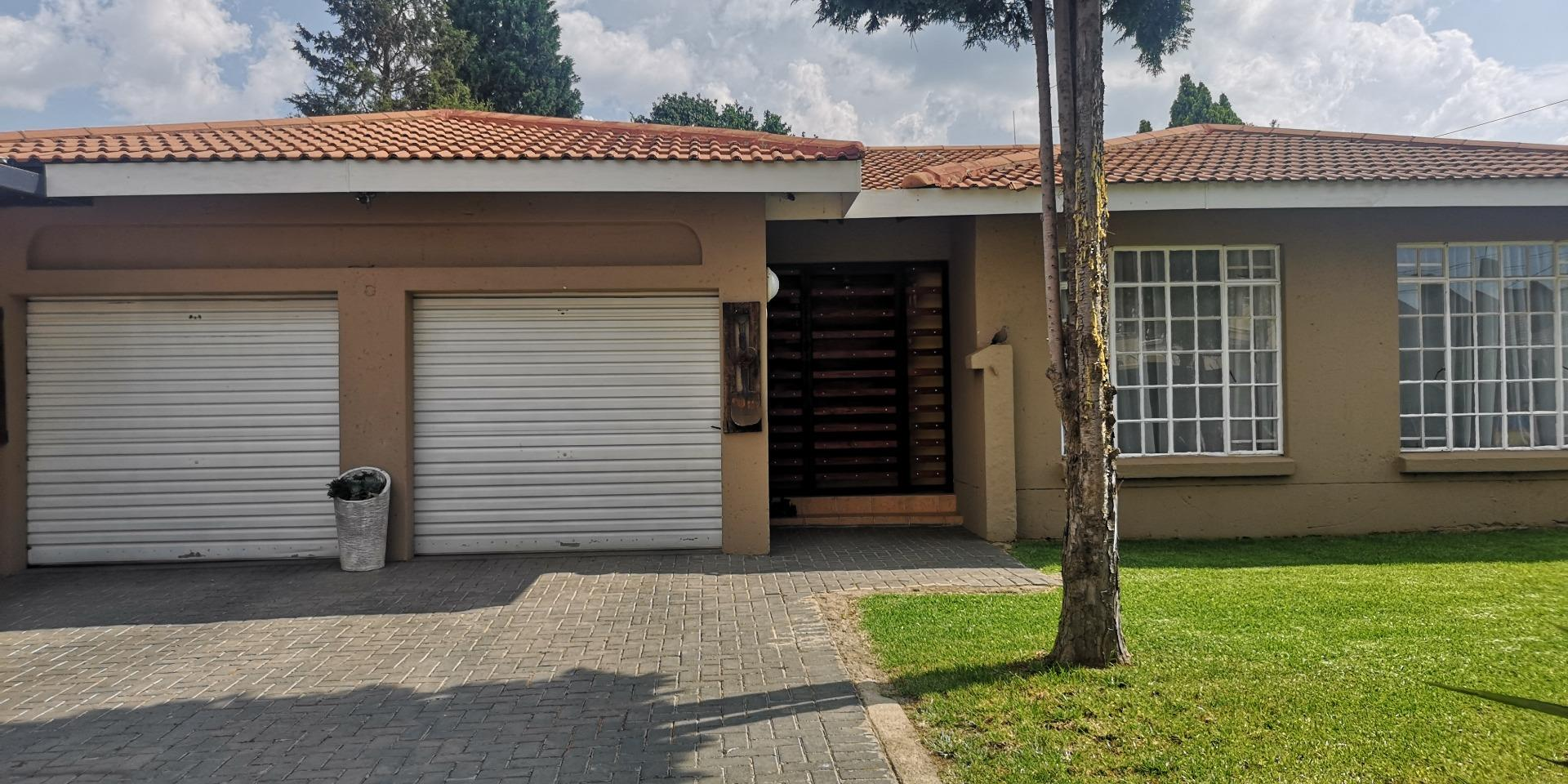 3 Bedroom House for Sale in Eike Park, Randfontein - Gauteng