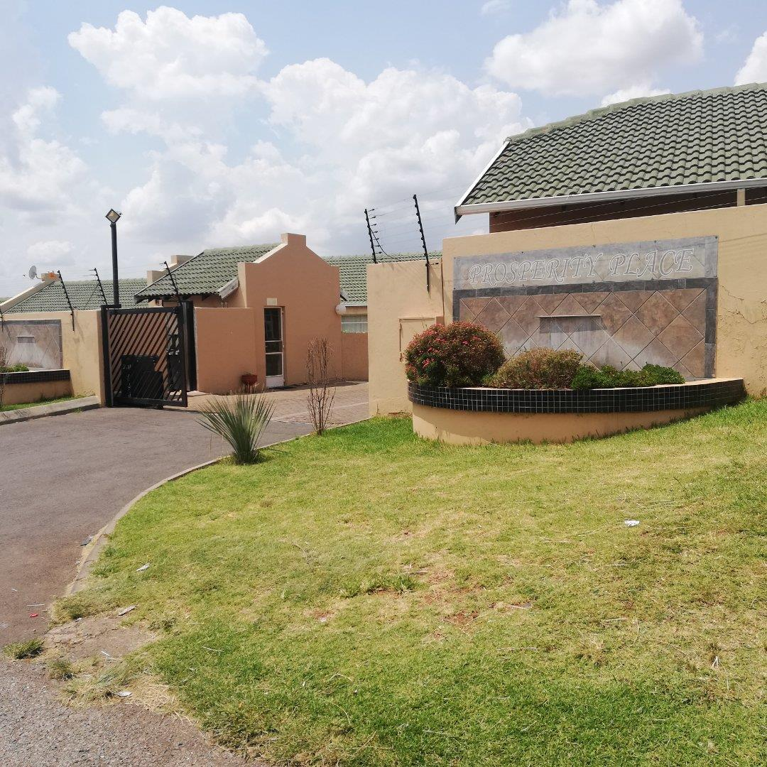 2 Bedroom House for Sale in Groblerpark, Roodepoort - Gauteng