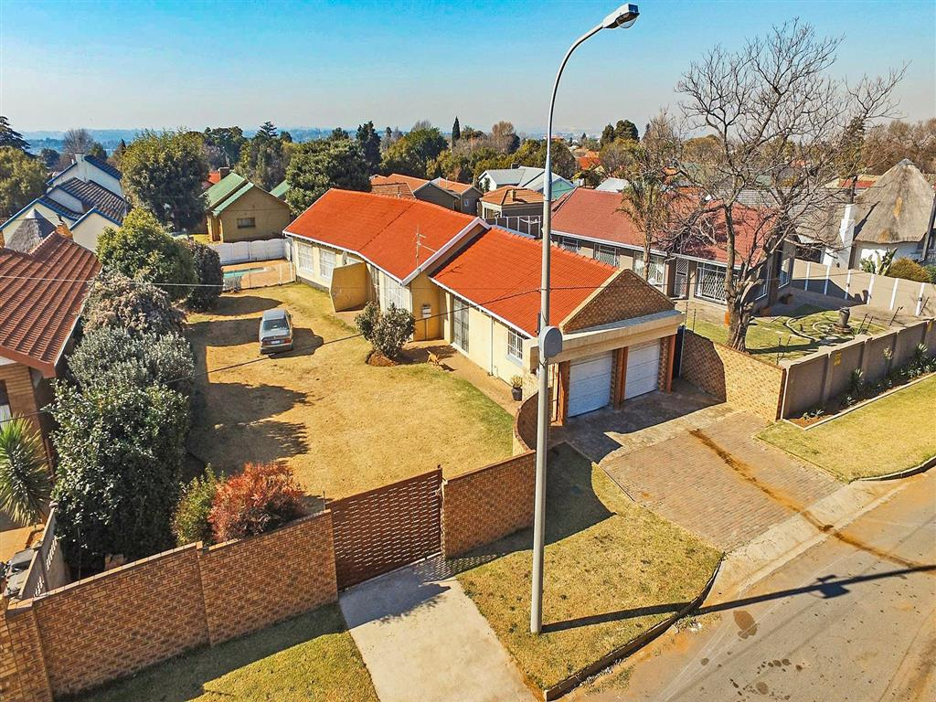 3 Bedroom  House for Sale in Roodepoort - Gauteng