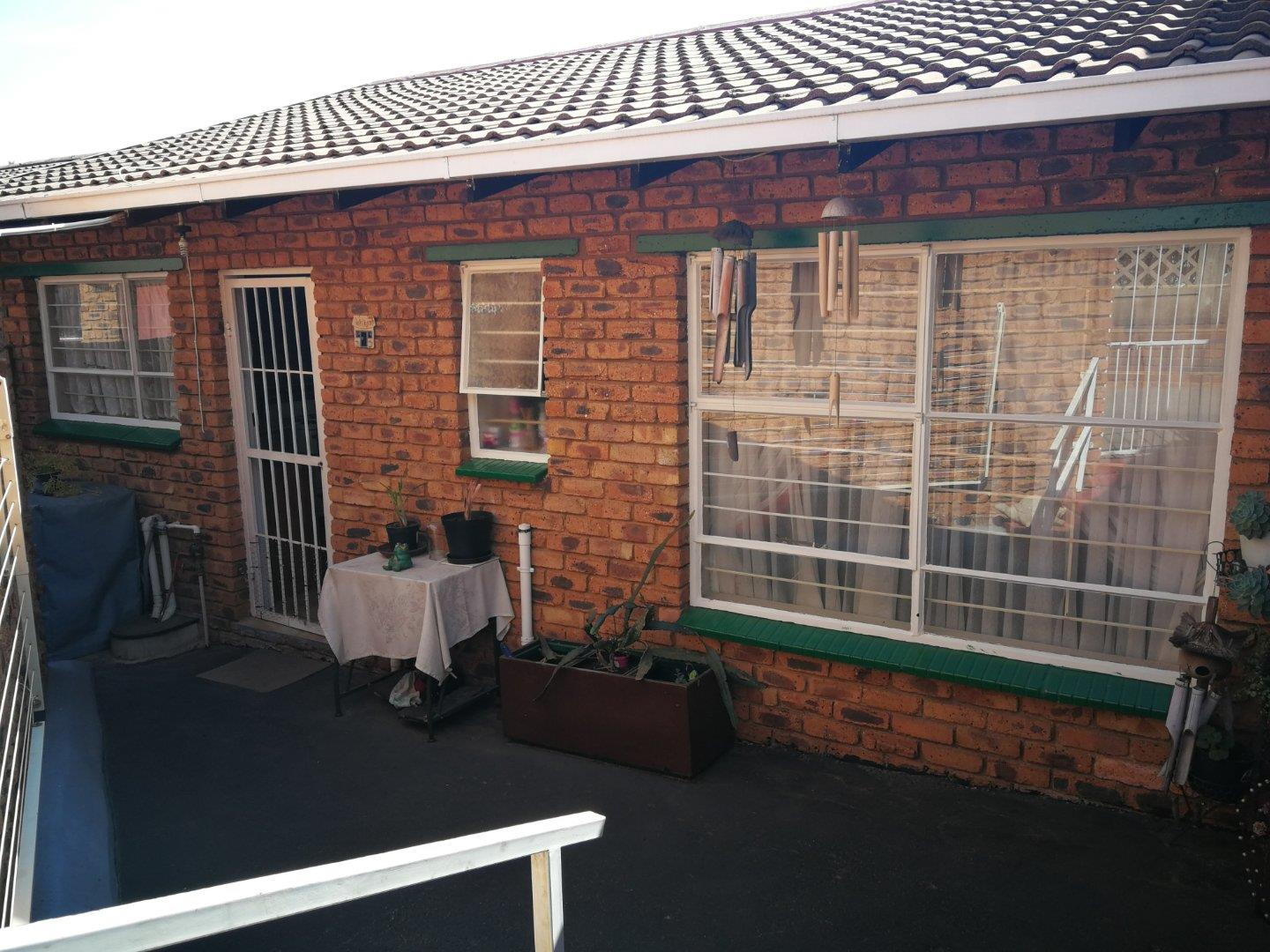 2 Bedroom  Townhouse for Sale in Krugersdorp - Gauteng