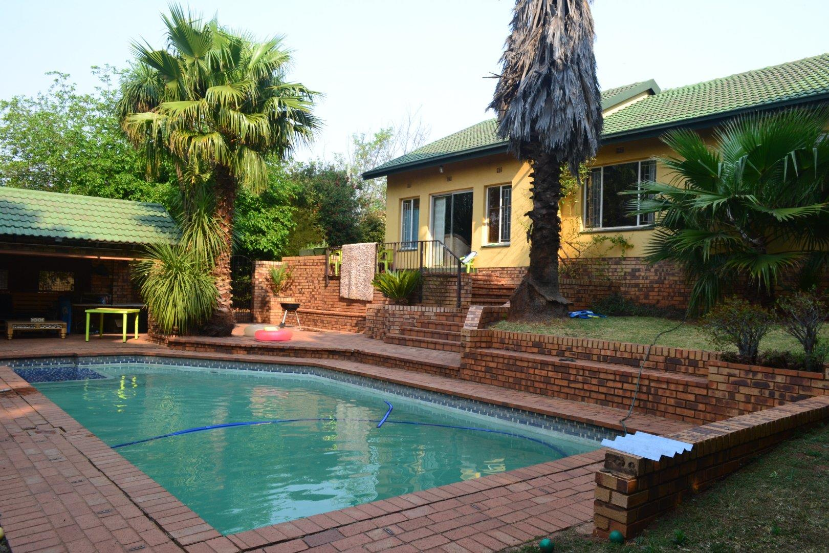 3 Bedroom House for Sale in Roodekrans, Roodepoort - Gauteng