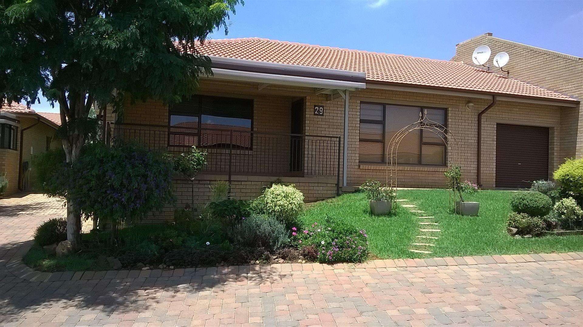 2 Bedroom  Townhouse for Sale in Roodepoort - Gauteng