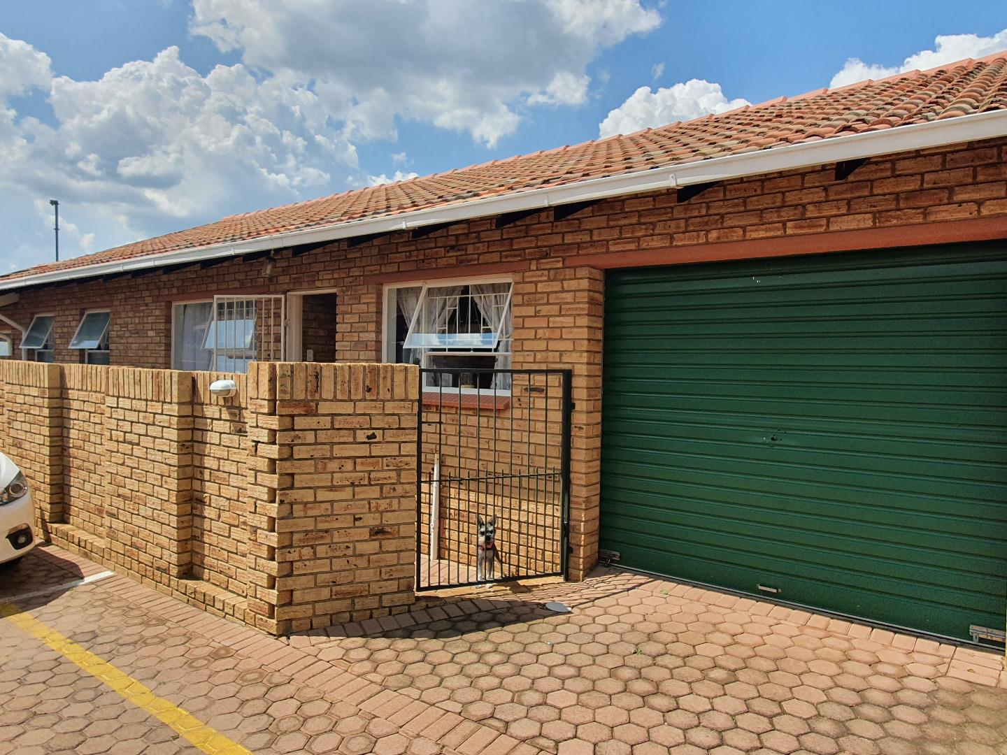 3 Bedroom  Townhouse for Sale in Krugersdorp - Gauteng