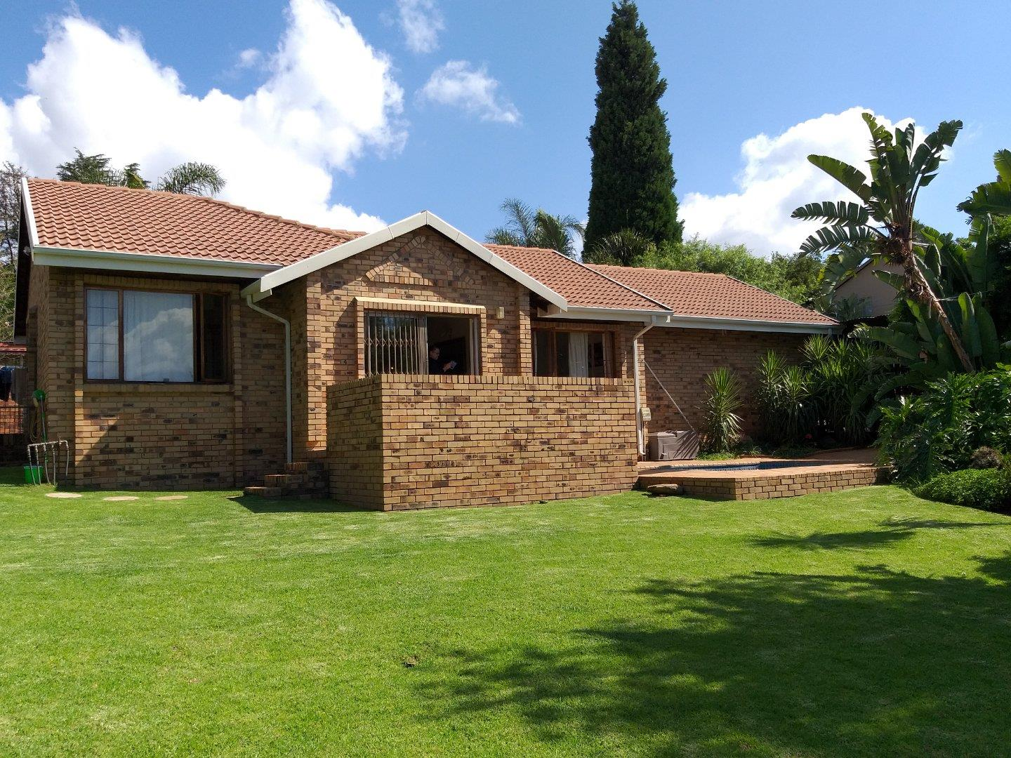 3 Bedroom Townhouse for Sale in Wilro Park, Roodepoort - Gauteng