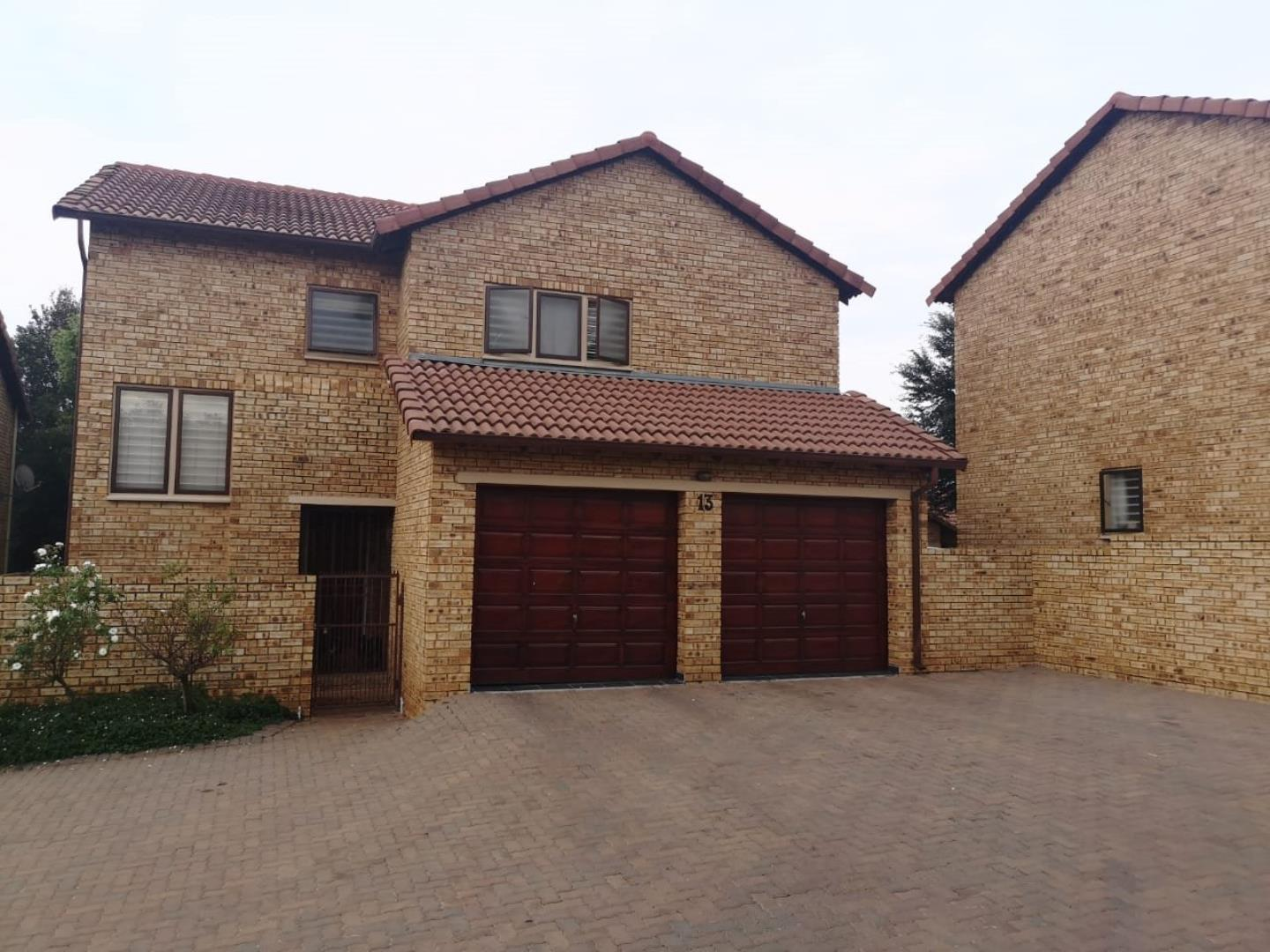4 Bedroom  Townhouse for Sale in Roodepoort - Gauteng