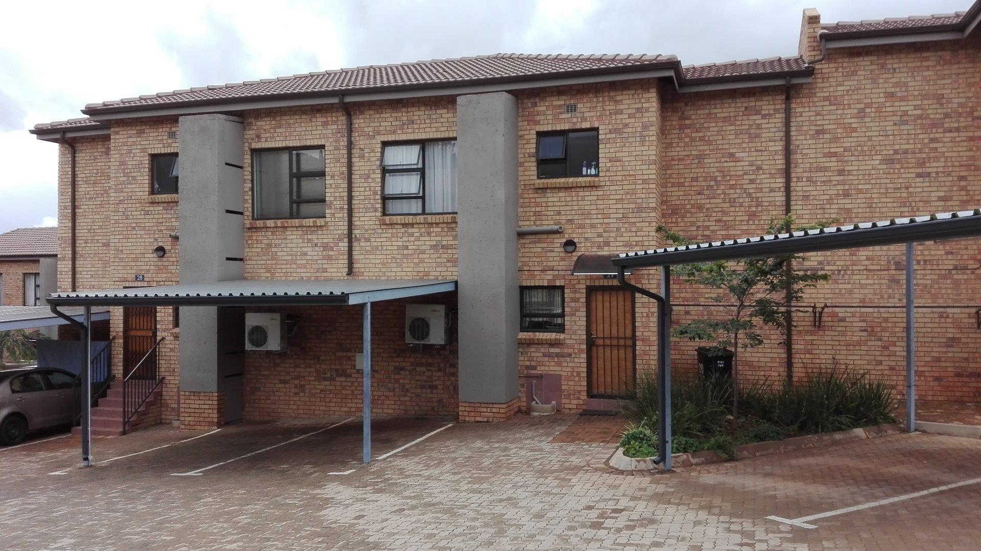 3 Bedroom  Townhouse for Sale in Roodepoort - Gauteng