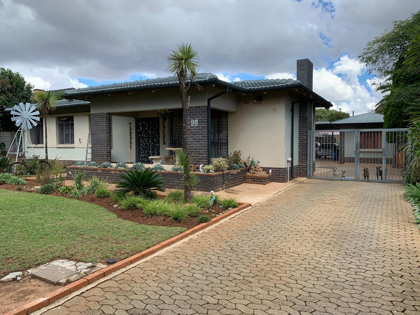 3 Bedroom  for Sale in Monument, Krugersdorp - Gauteng