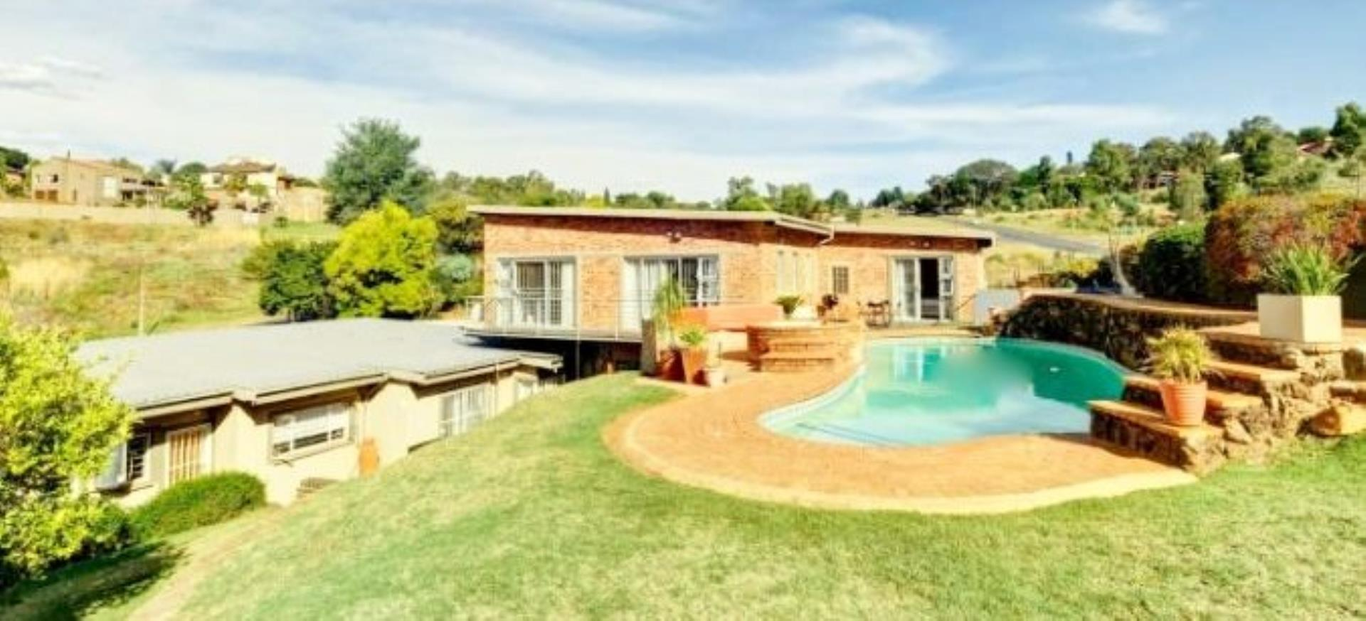 8 Bedroom House for Sale in Roodekrans, Roodepoort - Gauteng