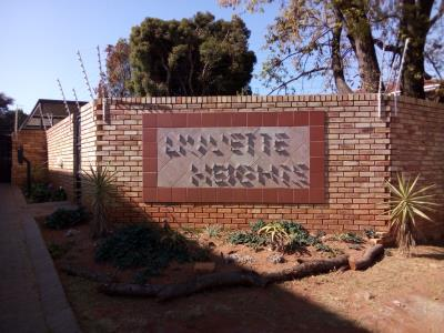 2 Bedroom Townhouse for Sale in Ferndale, Randburg - Gauteng