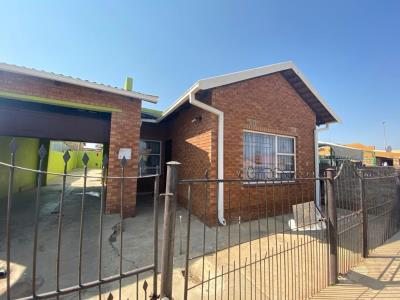 1 Bedroom House for Sale in Munsieville South, Krugersdorp - Gauteng