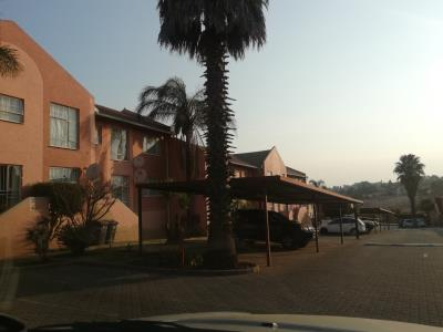 2 Bedroom Apartment for Sale in Lindhaven, Roodepoort - Gauteng